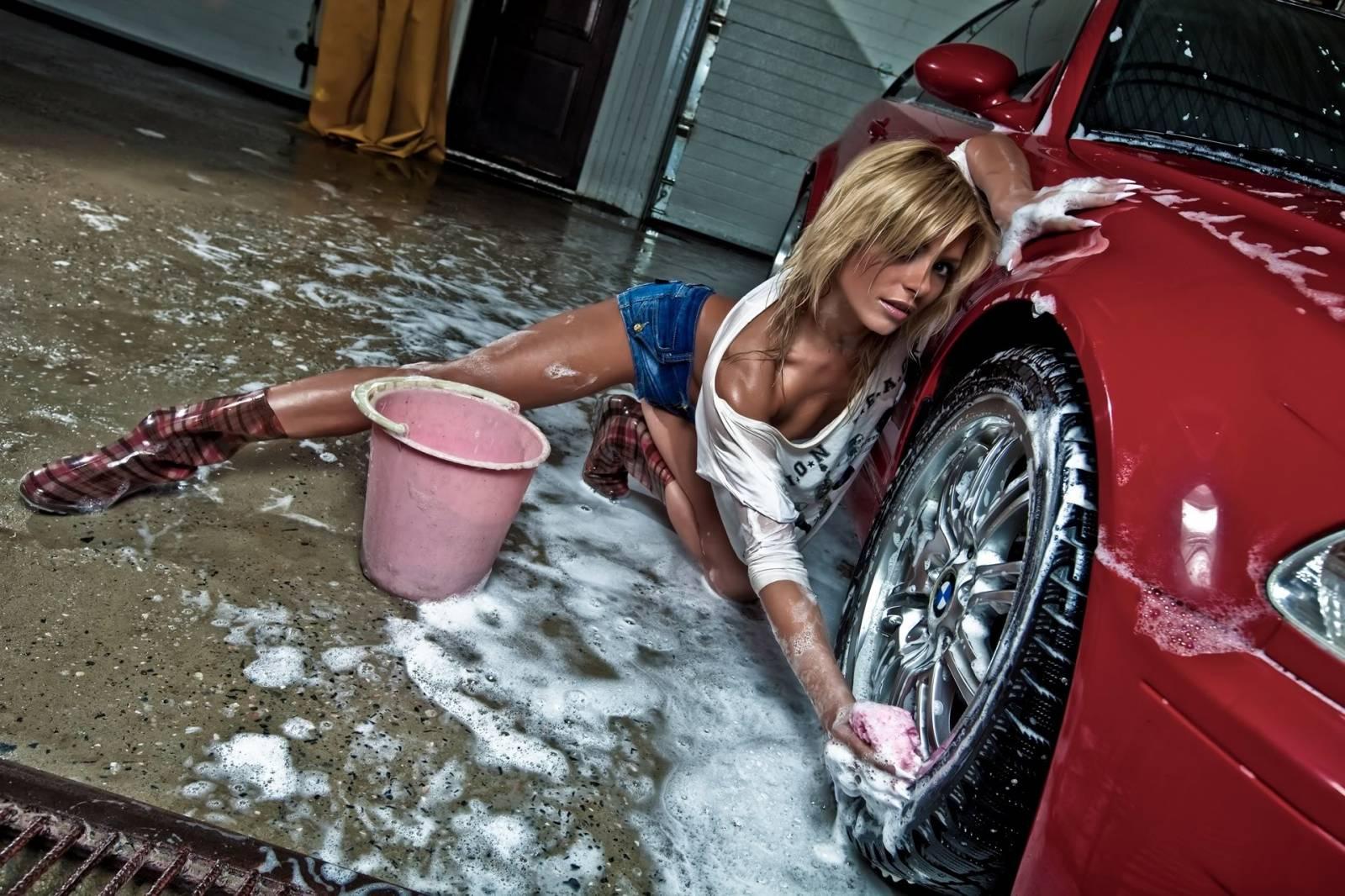 Смотреть онлайн девушки моют машины 12 фотография